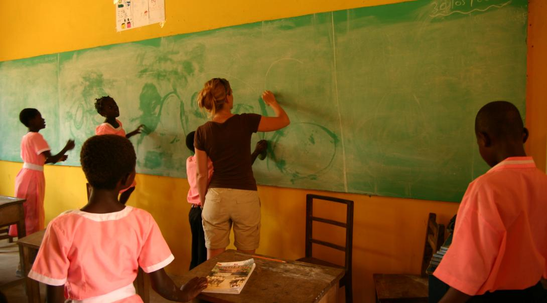 As part of her journalism internship in Ghana with Projects Abroad a volunteer leads a writing class in a local school.